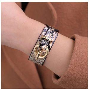 ❣️🆕 Snakeskin w/Gold Clasp Bracelet